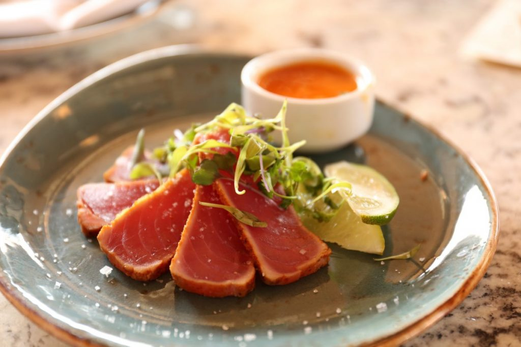 Tartare de bœuf aux légumes croquants - Sauce N'oye Sésame & Piment du Japon